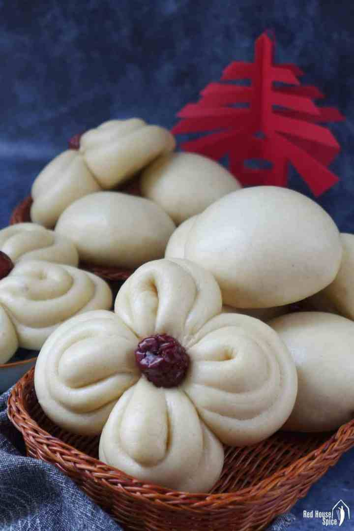 Chinese Mantou in round & flower shapes.