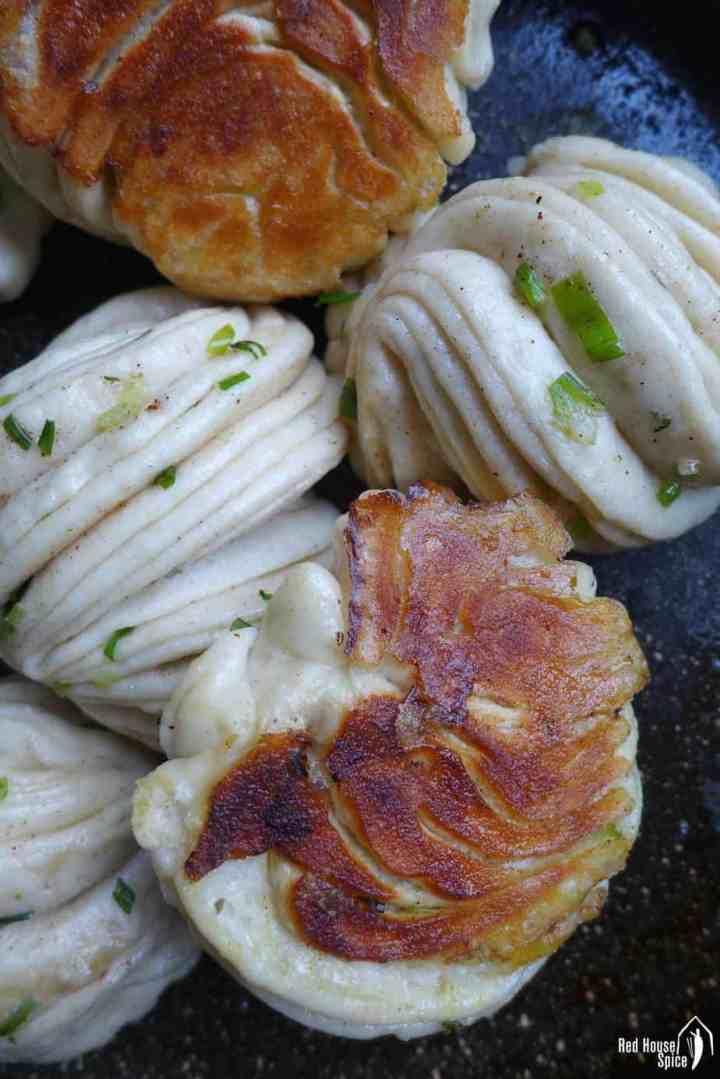 Pan-fried flower rolls