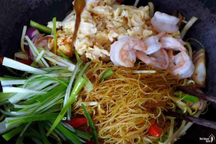 Scrambled eggs, shrimp, scallions and rice noodles