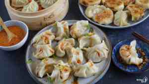 Chinese dumplings and some sauce