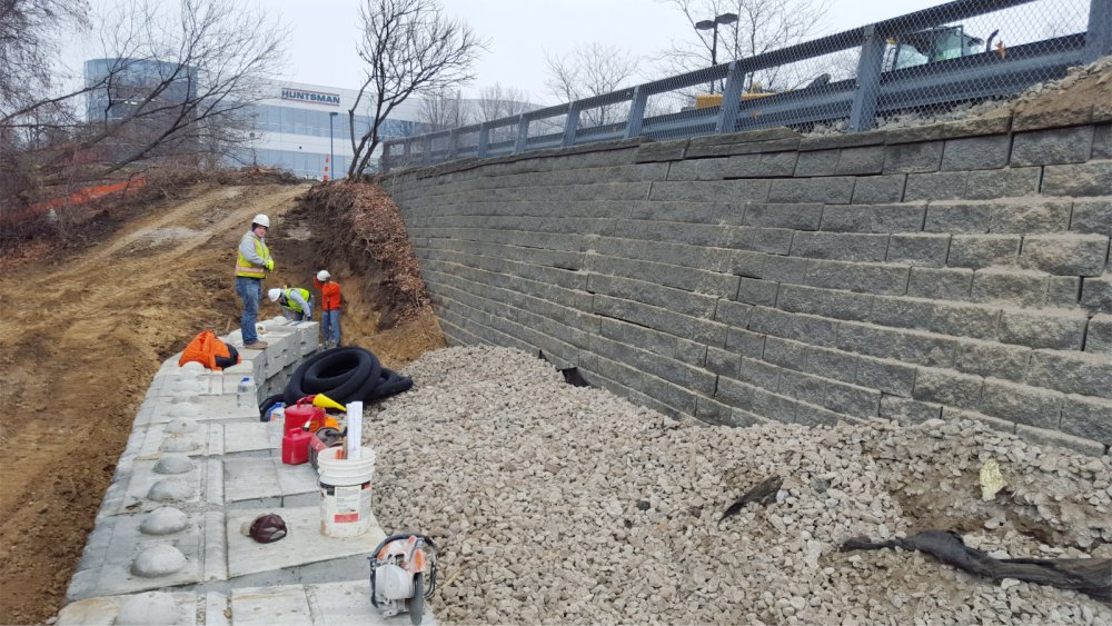 Dry cast retaining wall replacement with_Redi-Rock 1