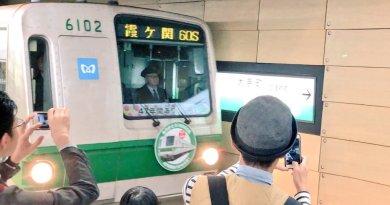 Pecinta Kereta Lepas Kepergian Rangkaian Tokyo Metro 6000 Terakhir