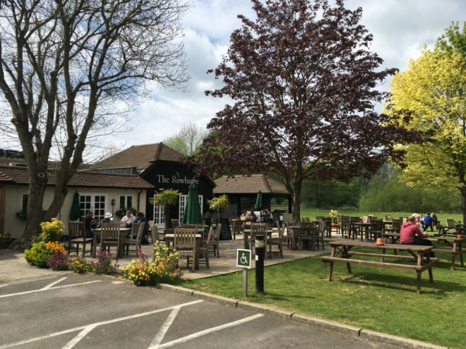 the rowbarge woolhampton, family friendly pub berkshire, kid friendly pub berkshire, dog friendly pub berkshire, pubs iwht outdoor seating berkshire, the rowbarge review