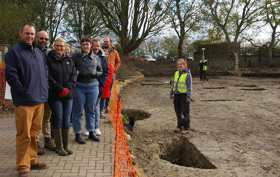 whats on for teens oxfordshire, earth trust archaeology tour