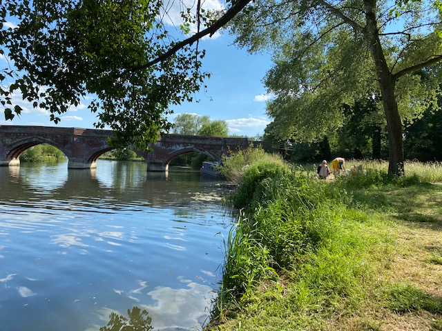clifton hampden wharf, swimming in Thames Oxfordshire, wild swimming Oxfordshire