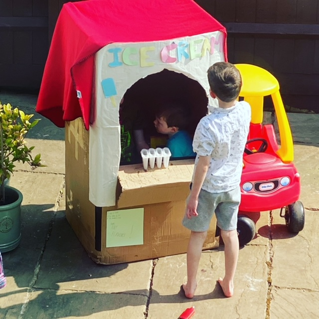 cardboard box activities kids, DIY ice cream shop, make an ice cream parlour