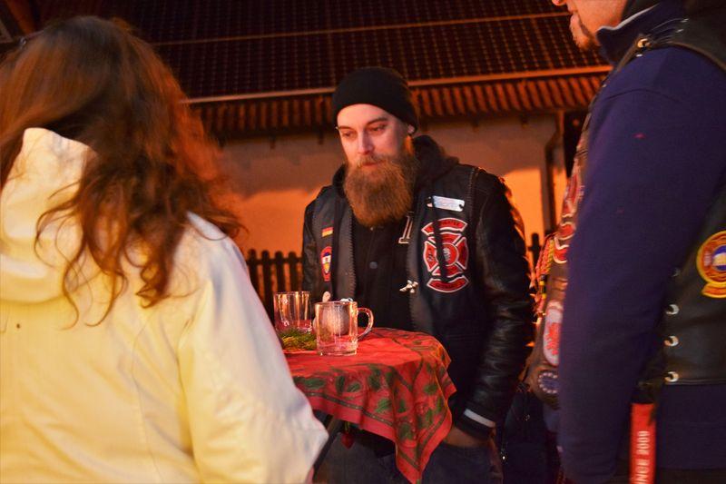 charity-adventstreffen 2019 bei willi member shorty aussen red-knights