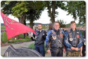 reknights germany1 memorial run 2018 padre besuch auf friedhof kameraden links