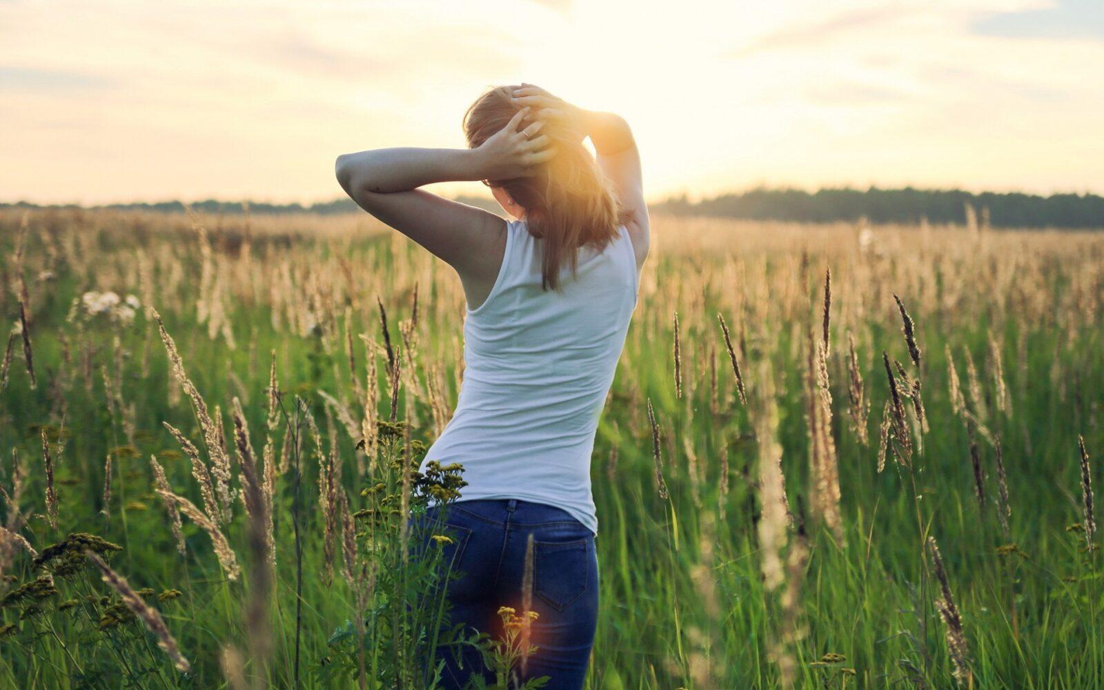 Ромашки для, картинки девушка и природа сзади