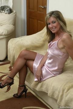 sexy legs heels skirts