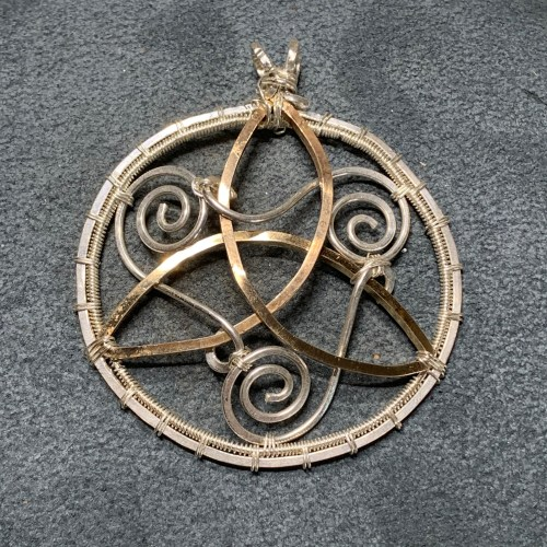 small resolution of celtic triskele knot