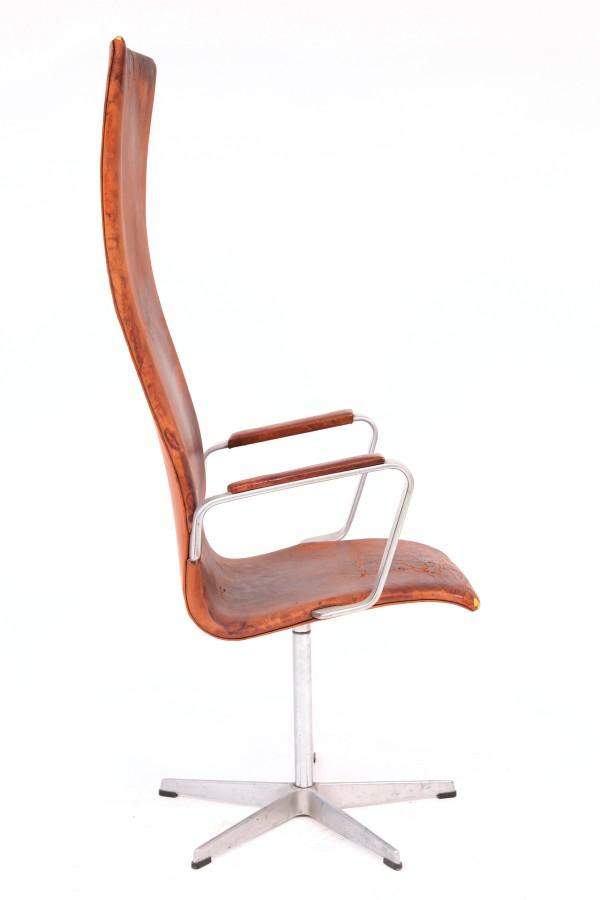 Arne Jacobsen Fritz Hansen Oxford Chair  red modern furniture