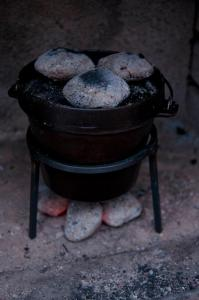 Dutch Oven mit Grillbriketts