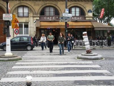 68-crossing the street