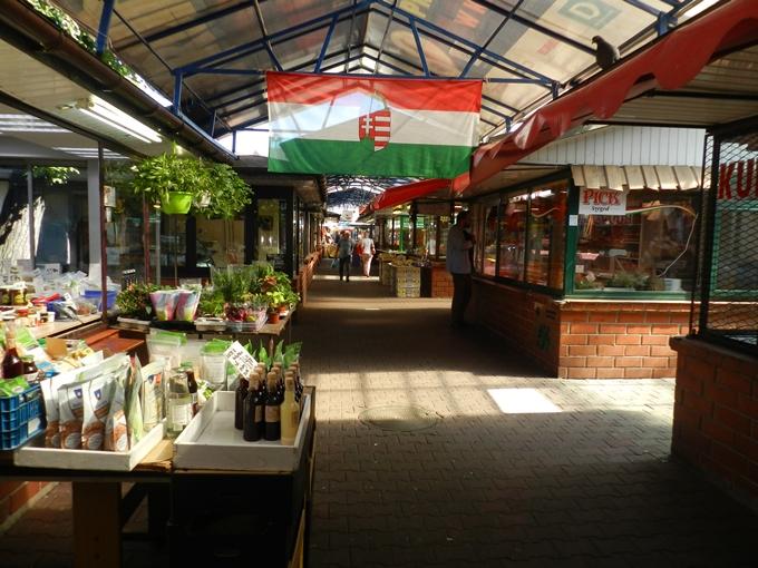 319-food-tour-market-old-hungarian-flag