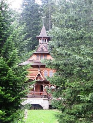 558-semi-hidden-church