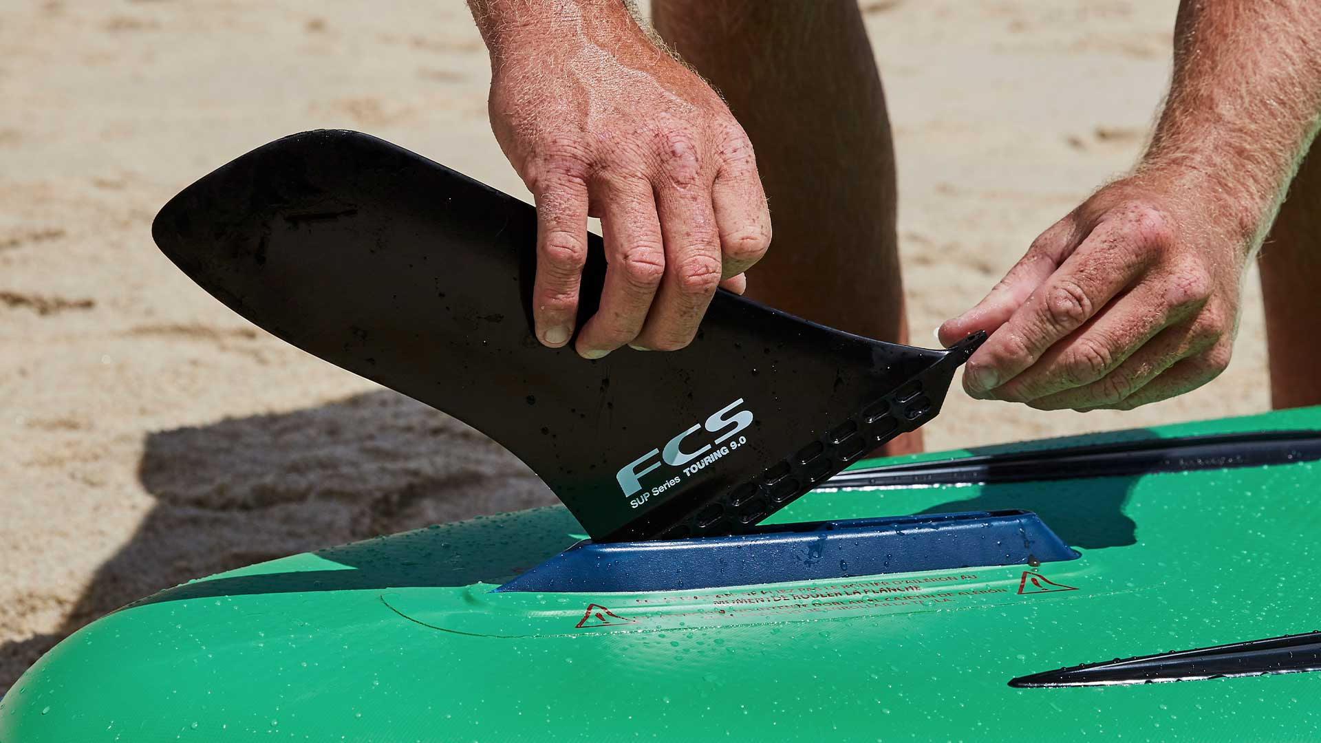 redpaddleco-126-voyager-inflatable-paddle-board-desktop-gallery-fins