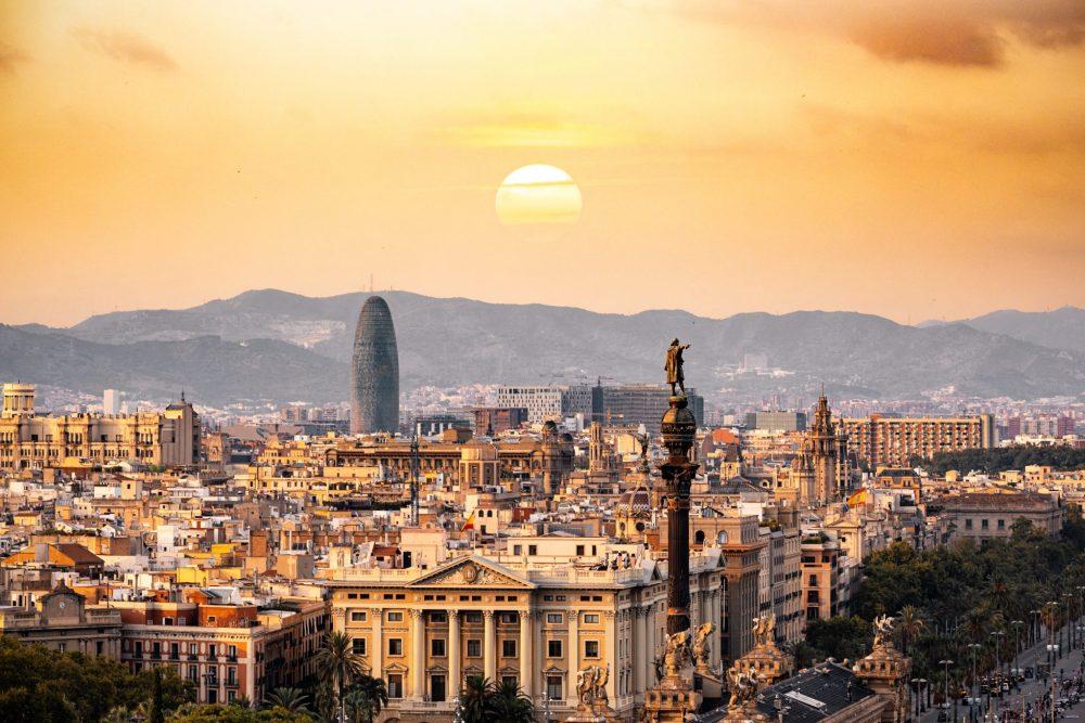 barcelona-buildings-city-1388030.jpg