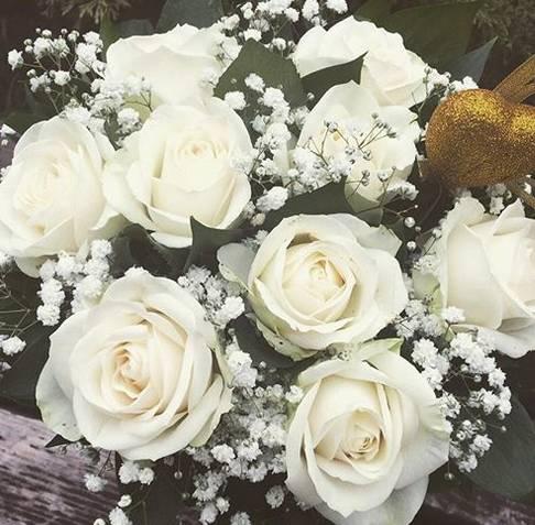 Klasičan bidermajer od belih ruža 40eur