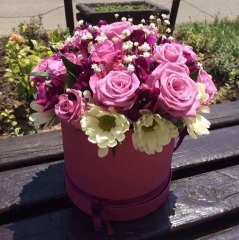 Kutija od roze ruža