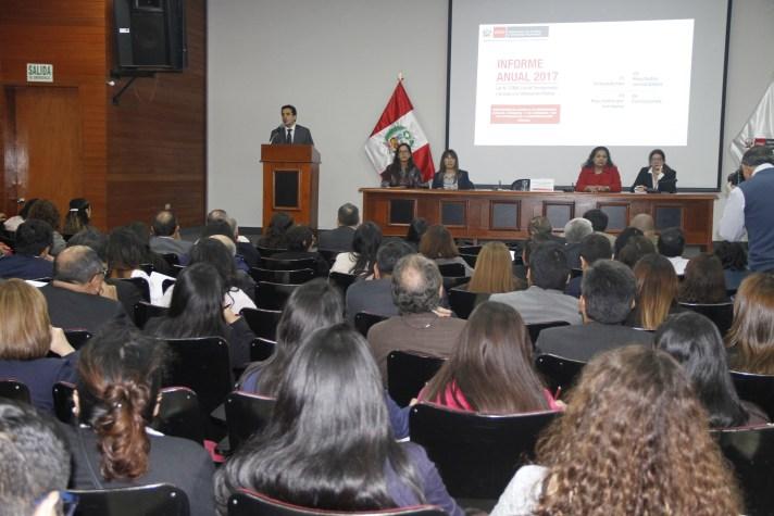 FOTO PRESENTACION INFORME PERU
