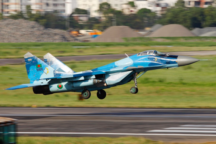36100_Bangladesh_Air_Force_MIG-29_Landing_(8141598272)