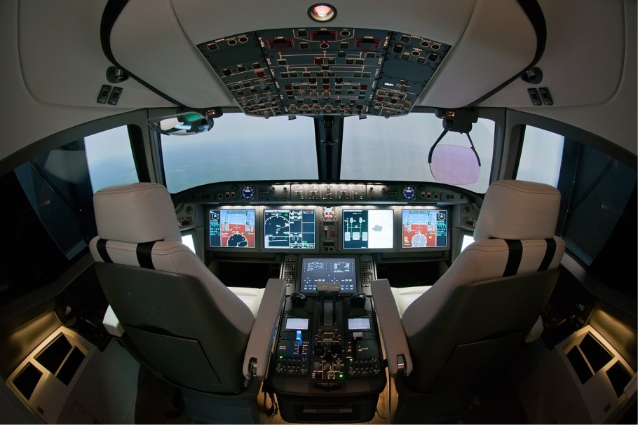 MS-21_cockpit_mock_up_Beltyukov