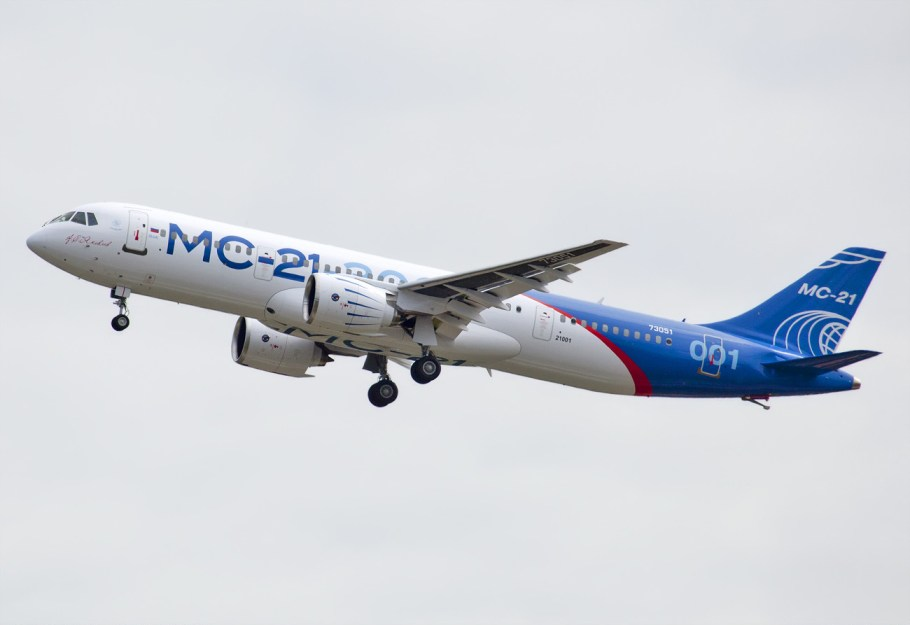 Maiden_flight_of_MC-21