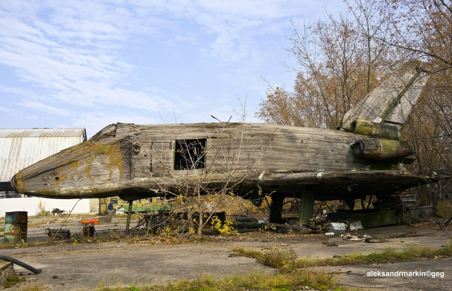 It_no_longer_exists._Wind_tunnel_wooden_model_1_3_scale_of_Buran_is_at_the_far_corner_of_Zhukovsky_airfield._(11137924623)