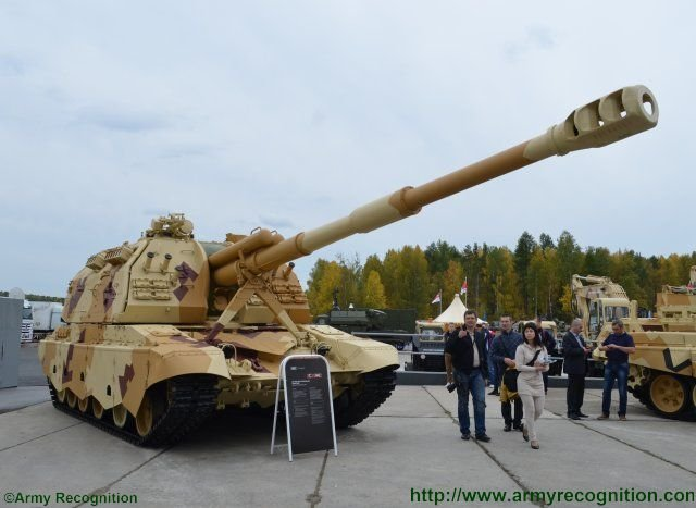 Advanced_2S19M2_self_propelled_howitzer_highlighted_at_Russian_Arms_Expo_2015_640_001