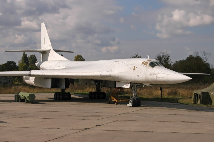 Tupolev_Tu-160,_Ukraine_-_Air_Force_AN1417898