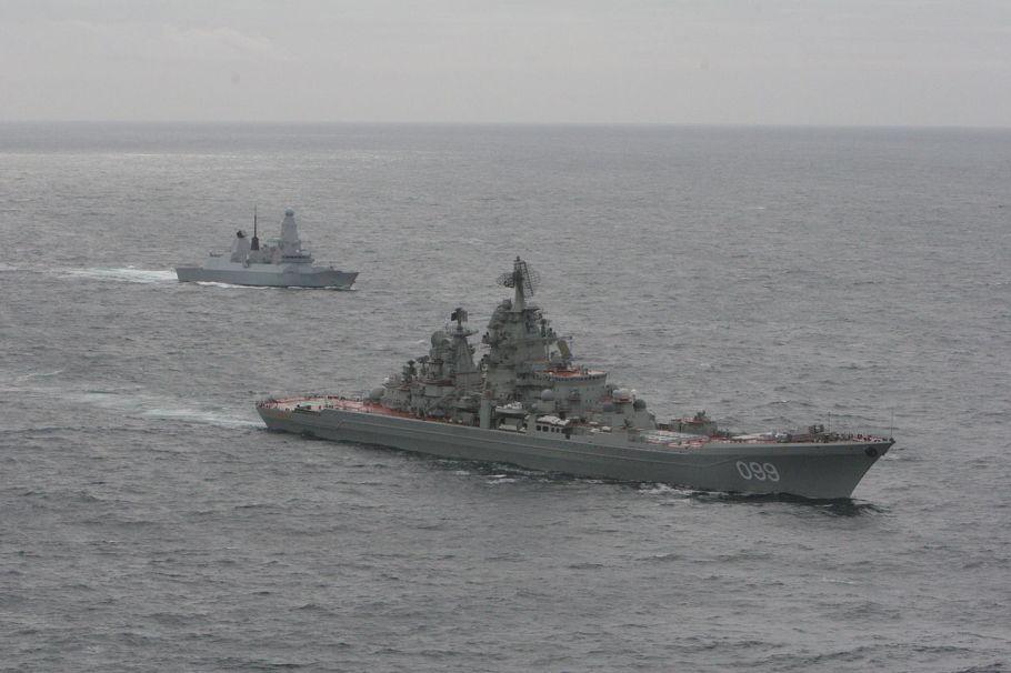 HMS_Dragon_with_Kirov_Class_'Pyotr_Velikiy'_MOD_45157551