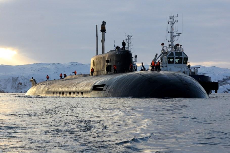 Прибытие_атомного_подводного_ракетного_крейсера_Северного_флота_«Орёл»_в_пункт_постоянного_базирования_07.jpg