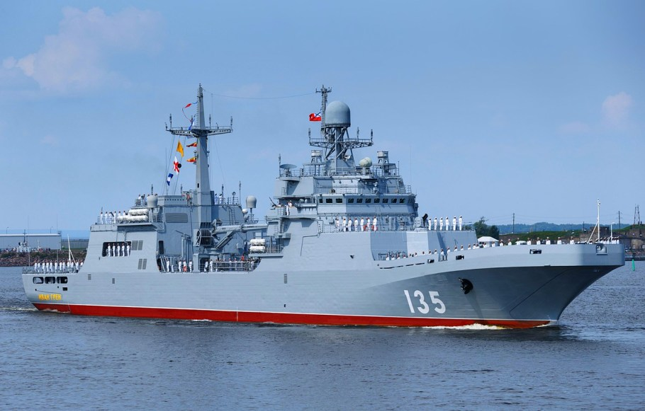desantnyi-korabl-ivan-gren-proekt-11711-parad-baltika