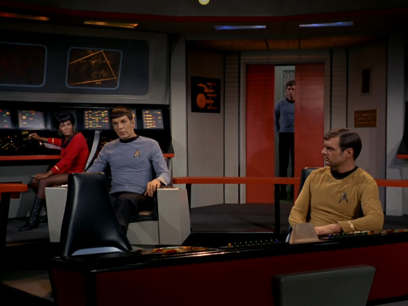 star trek captains chair office vintage discovery timeline and continuity issues