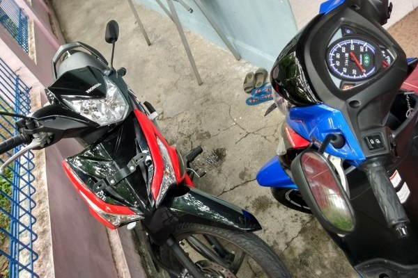 Balita dan motor matic, keselamatan berkendara, jangan biarkan balita bermain dengan motor matic, bahaya motor untuk anak kecil