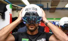 Aprilia Mengenalkan Smart Helm Yang Dipakai Mekanik