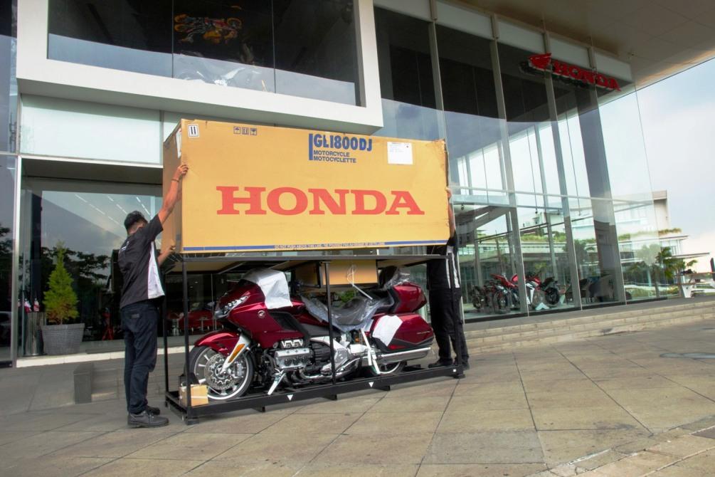 Astra Motor Serahkan Unit Pertama Honda Gold Wing Kepada Konsumen Loyal