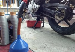 Oli Mobil 1 10W-40 SuperSyn Untuk Yamaha Scorpio