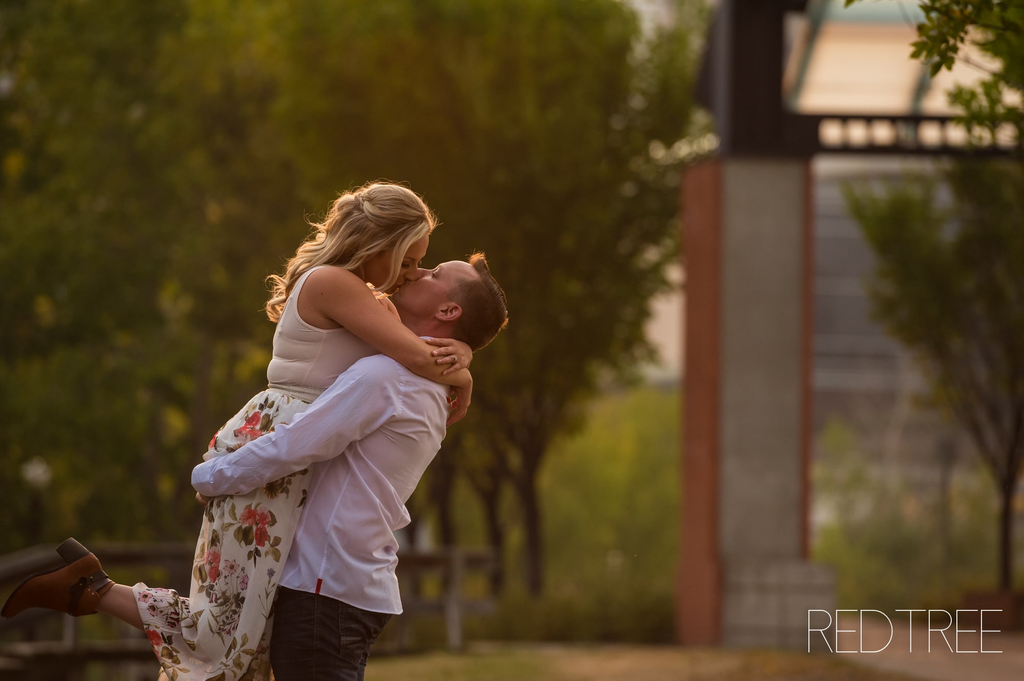 EDMONTON ENGAGEMENT PHOTOGRAPHY LOUISE MCKINNEY PARK