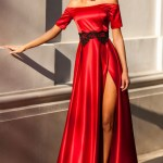 Rochie Artista rosie de ocazie din material satinat cu insertii de broderie