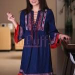 Rochie bleumarin cu motive traditionale