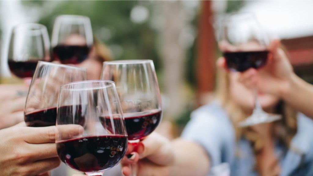 What wineries can do to promote social sharing