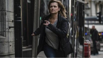 Image shows Hanna Svensson (Marie Richardson) running along a street