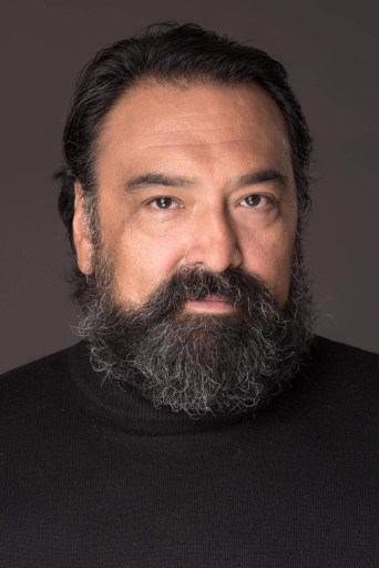 Head shot of Dan Bradford