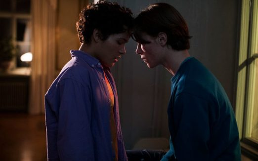 Edvin Ryding (right) as Wilhelm and Omar Rudberg (left) as Simon in Young Royals