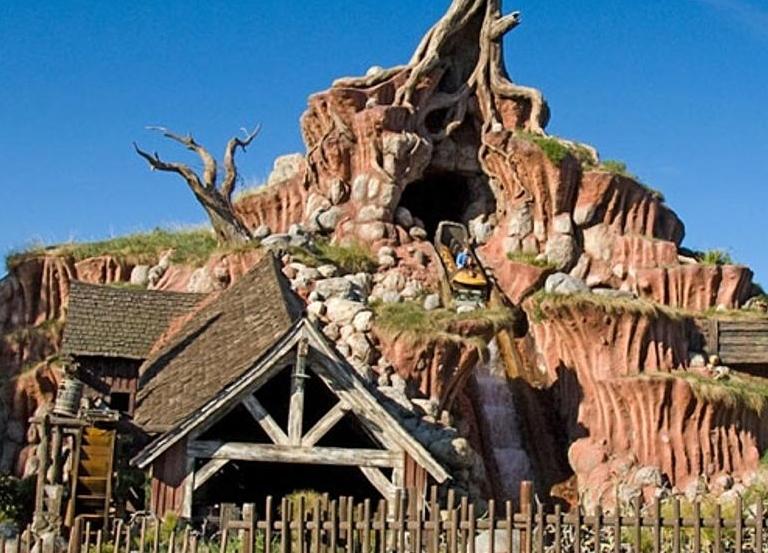 Disneyland delays reopen, overhauls Splash Mountain