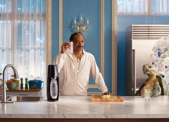 Snoop is drankin' Sparkling and Water these days