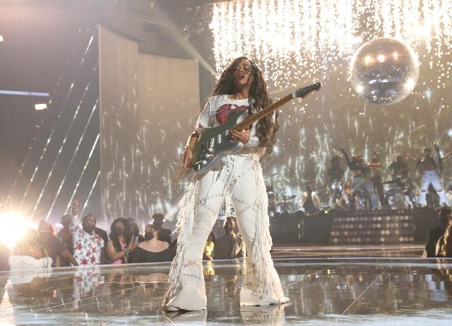BET Awards: H.E.R.,  DMX, Chadwick Boseman honored