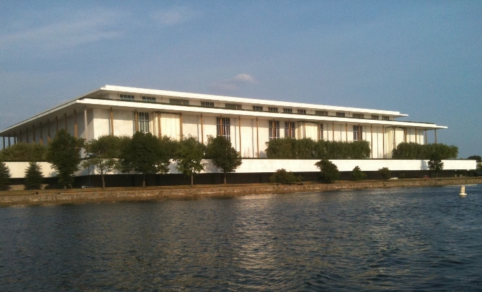 Strike averted – IATSE and Kennedy Center agree on 3-year pact. Details here